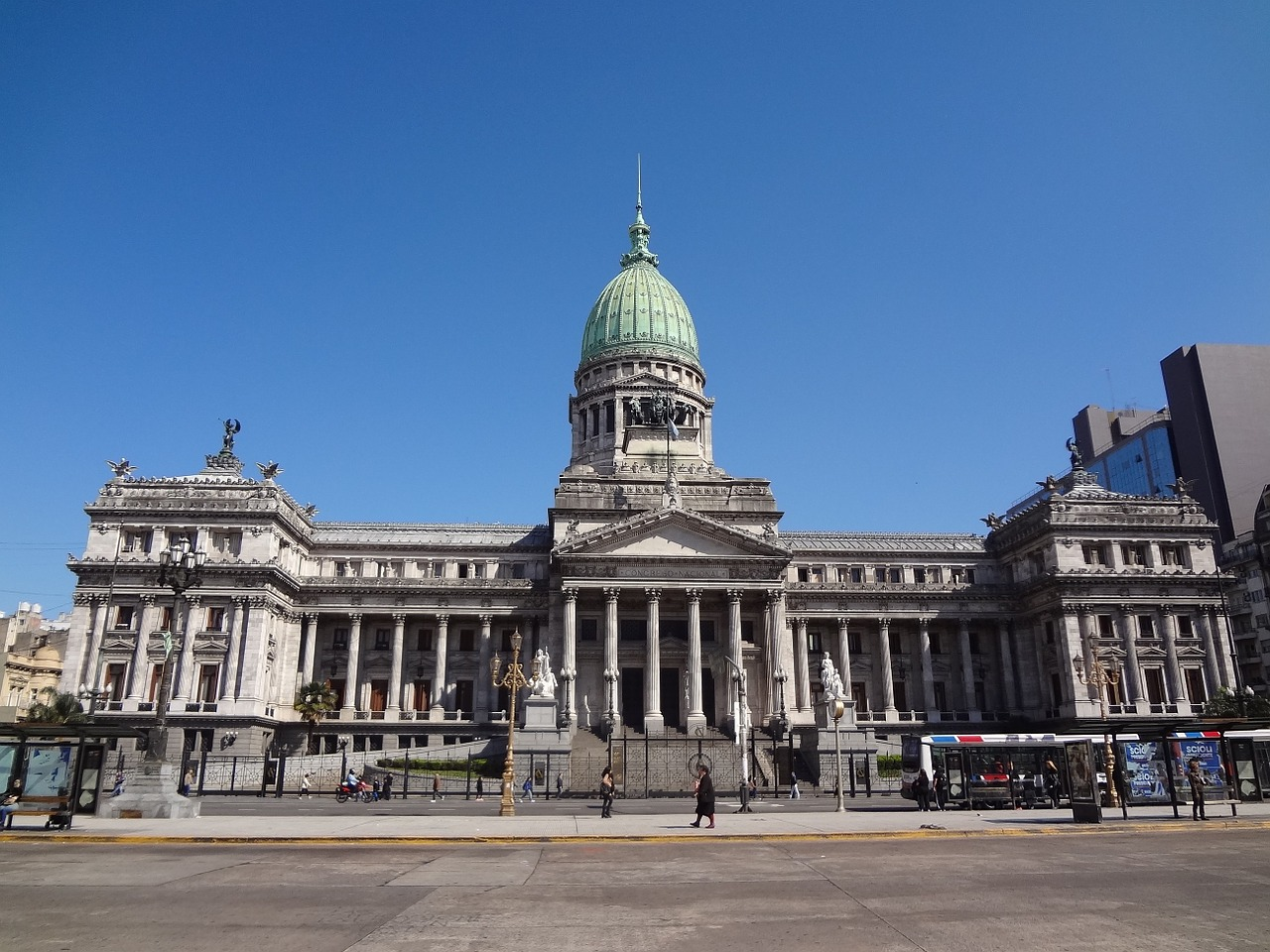 Política pública y regulación de la infraestructura digital en Argentina